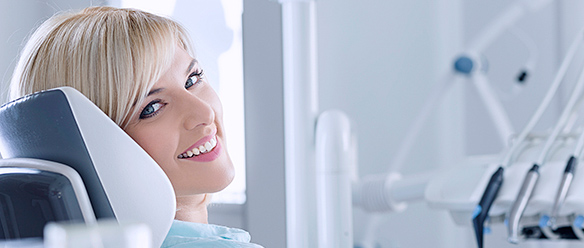 How a Dentist Can Help You with Teeth Whitening